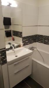 Fényes, csillogó fürdőszoba